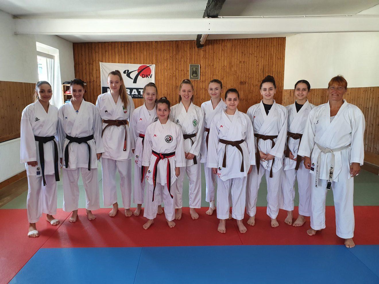 Das Damen-Kumite-Kader mit Landestrainerin Susanne Nitschmann in Duisburg